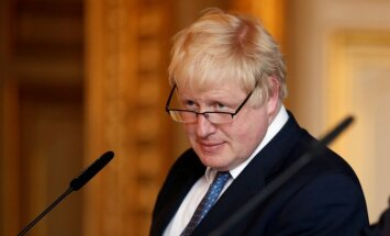 Борис Джонсон отказался уходить в отставку из-за разногласий с Мэй по Brexit