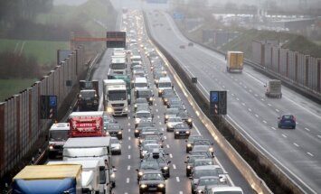 Vācijā satiksmes sastrēgumu kopgarums pērn sasniedzis gandrīz miljonu kilometru