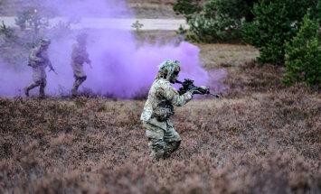 Sauszemes spēku Mehanizētā kājnieku brigādē pārbauda kaujas gatavību
