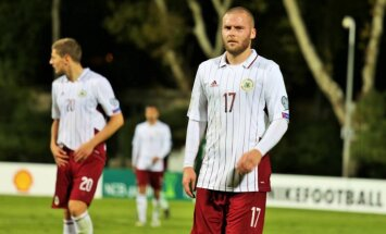 Latvijas futbola izlase dramatiskā spēles izskaņā zaudē Kosovai