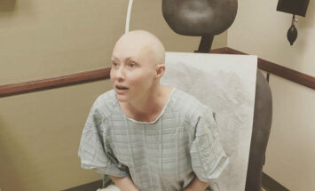 Ar vēzi slimajai 'Beverlihilsas' zvaigznei uzsākta apstarošana