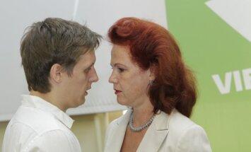 Jaunups vairs nebūs Āboltiņas politiskais padomnieks