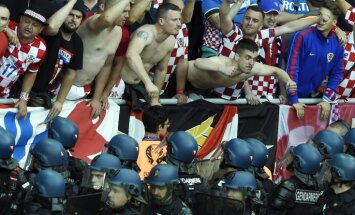 Croatia fans react as French riot police