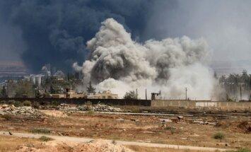 ASV pacēlušas gaisā iznīcinātājus, Sīrijas režīmam veicot uzlidojumus kurdiem