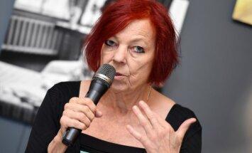 'Mēs izaicinām mūsu māksliniekus'. Režisore Dēlholma Rīgā iestudē koru operu