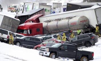 Foto: Pensilvānijā 50 auto avārijā vairāki bojāgājušie
