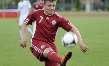Latvijas futbola izlases debitants Savaļnieks: uzdevums bija nospēlēt pārliecinoši