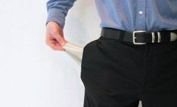 Parādu piedzinējiem nodoti 582 miljoni eiro; lielākoties iedzīvotāji parādā 'ātrajiem kredītiem'
