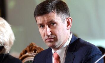 Vjačeslavs Dombrovskis, 'Certus': Atņemšanas ekonomika
