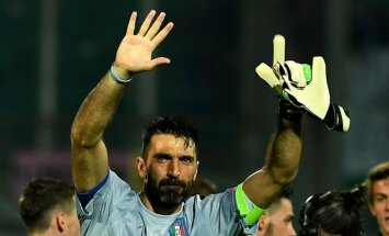 Italy s goalkeeper Gianluigi Buffon