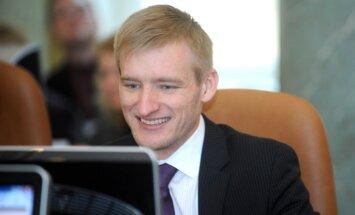Saeima noraida Sprūdža virzīto ideju par deputātu skaita samazināšanu pašvaldībās