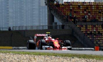'Ferrari' ātrāki par 'Mercedes' Ķīnas 'Grand Prix' brīvajos treniņos