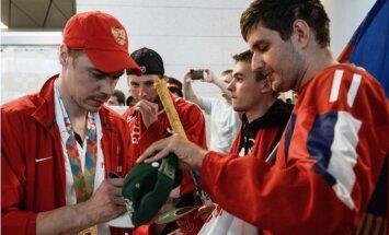 Foto: Tā pasaules čempionus nesagaida, sašutusi Krievijas hokeja izlase