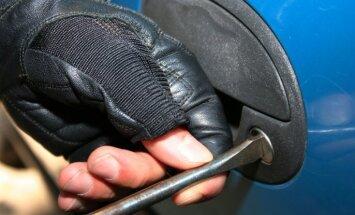 Naudas atmazgāšana un starptautiska zagļu banda – daži likumsargu ķērieni luksusa auto jomā