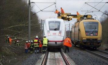 Foto: Vētra plosa Rietumeiropu; Nīderlandē un Beļģijā trīs bojā gājušie