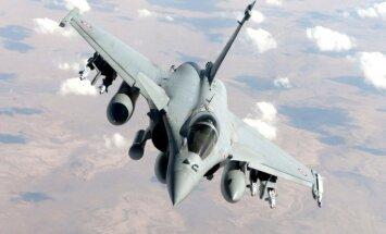 Indija franču iznīcinātāju 'Rafale' vietā varētu turpināt iepirkt krievu 'Sukhoi 30'