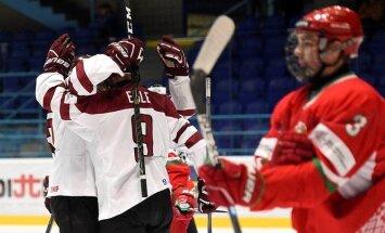 Latvijas U-18 hokejisti pieveic baltkrievus; cīnīsies par vietas saglabāšanu PČ elitē