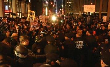 Video: Lēmums netiesāt policistu izraisa jaunus protestus Ņujorkā