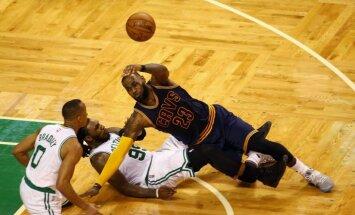 Džeimsa izcilais sniegums palīdz 'Cavaliers' NBA izslēgšanas spēles turpināt bez zaudējumiem