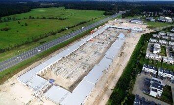 Foto: Piņķu tirdzniecības centra būvniecība noslēgsies nākamajā pavasarī