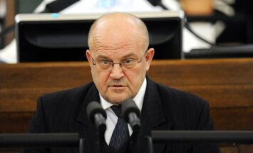 Pretkorupcijas izmeklēšanas komisijā raisās domstarpības par vairākiem jautājumiem; Ādamsons pamet sēdi