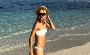 Par sensāciju kļūst krievu tenisistes pavedinošais dancis pludmalē