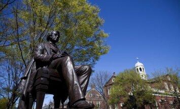 Spridzināšanas draudu dēļ tiek evakuēta Hārvarda Universitāte