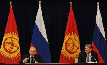 Maskava un Biškeka vienojas par Krievijas militārās bāzes Kirgizstānā saglabāšanu un daļēju parāda norakstīšanu