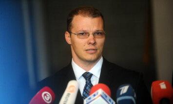 Vējoņa nepilsoņu likumprojekts nebūs iemesls valdības gāšanai, pauž Dzintars