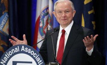 Jaunu skandālu ASV izraisa ģenerālprokurora saites ar Krievijas vēstnieku