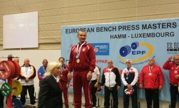 Latvijas seniori EČ svaru stieņa spiešanā guļus izcīna zeltu un bronzu