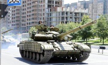 'Kremļa marionetes' saņem tankus neierobežotā daudzumā, paziņo Lielbritānijas ministrs