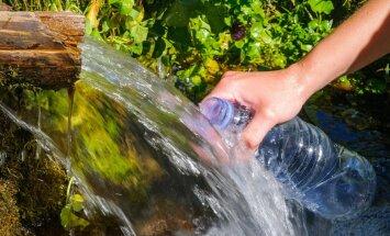 Kāds ūdens ir visveselīgākais, un cik daudz tas jādzer. Skaidro diētas ārsts