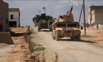 Amerikāņi papildus 500 specvienības karavīriem Sīrijā dislocē jūras kājnieku artilērijas bateriju