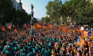Katalonijas vēlēšanās uzvar reģiona neatkarību atbalstošās partijas