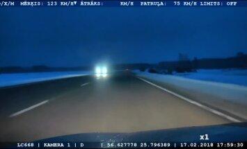 Video: Jēkabpils pusē 'Audi' vadītājs bēg no policijas