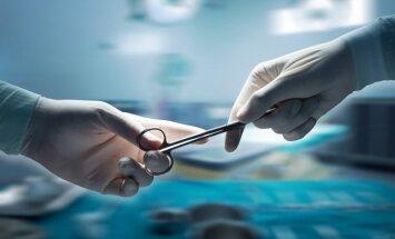 Stradiņa slimnīcā veikta Latvijā unikāla operācija kakla skriemeļa ārstēšanai