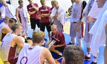 Latvijas jaunie basketbolisti Baltijas kausa spēlē pārliecinoši uzvar Lietuvas U-18 komandu