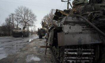 Separātisti Austrumukrainā paziņo par jaunu termiņu smago ieroču atvilkšanai