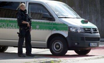 Mēģinot aizdedzināt sievu, Vācijā gājis bojā bēglis