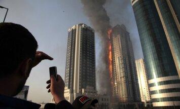Čečenijas galvaspilsētā uguns plosa augstceltni ar Depardjē dzīvokli (+VIDEO)