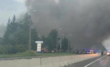 Пожар повышенной опасности: было перекрыто движение на улице Маскавас в Румбуле