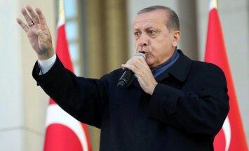 Turcijas opozīcija oficiāli pieprasa referenduma anulēšanu