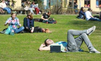 Сколько хотят зарабатывать молодые латвийцы: аппетит заметно вырос