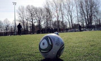 Bēgļa statusam atraidītais jaunietis no Gambijas Latvijā ieradies spēlēt futbolu