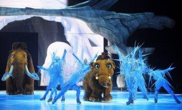Foto: Ledus šovs 'Ledus laikmets' priecē gan bērnus, gan pieaugušos