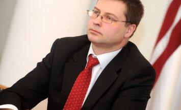 16.marta pasākumos ministru klātbūtne ir lieka, uzskata Dombrovskis