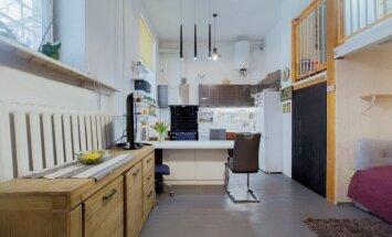 Foto: Stilīgs industriāla stila divstāvu dzīvoklis Iļģuciemā