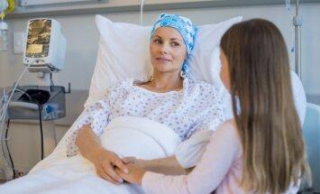 Slimo biežāk, bet dzīvo ilgāk. Speciālists par situāciju vēža ārstniecībā