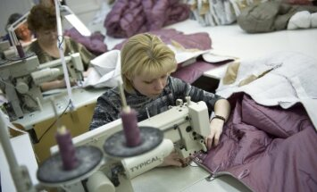 Somu apģērba ražotājs Tukumā atklāj fabriku